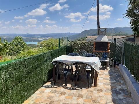 Acogedora casita, con terraza.