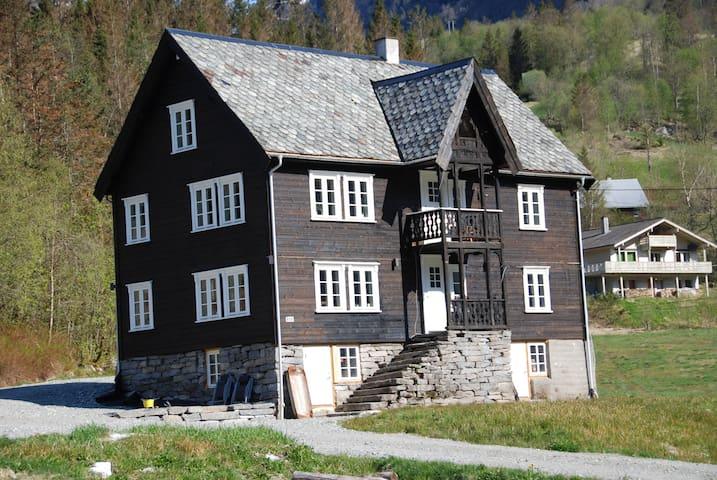Granli Gard - Voss - Hus