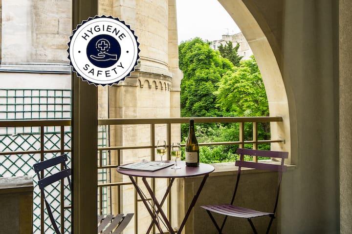 Appartement avec balcon proche des Champs Elysées