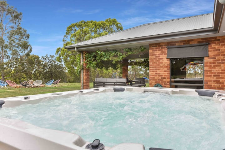 Lovedale Luxury Spa Residence  5Bed 2.5Bath 12PPL
