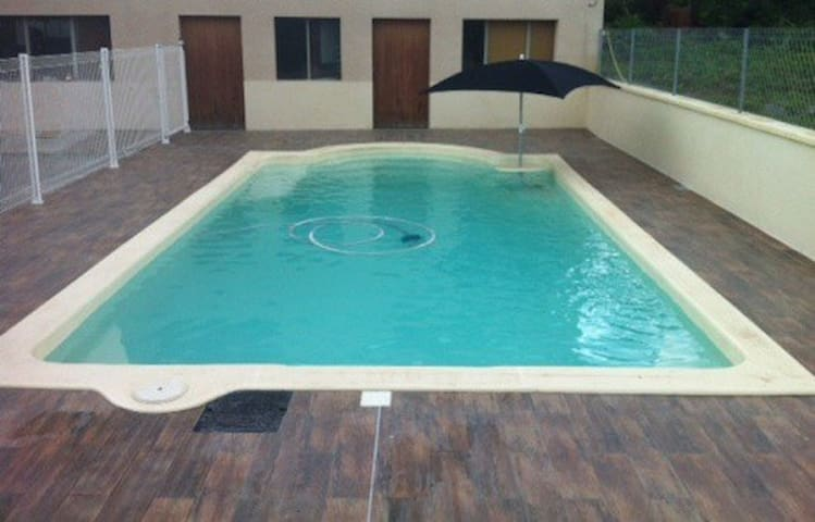 Chambre piémont pyrénéen piscine - Sepx - Ház
