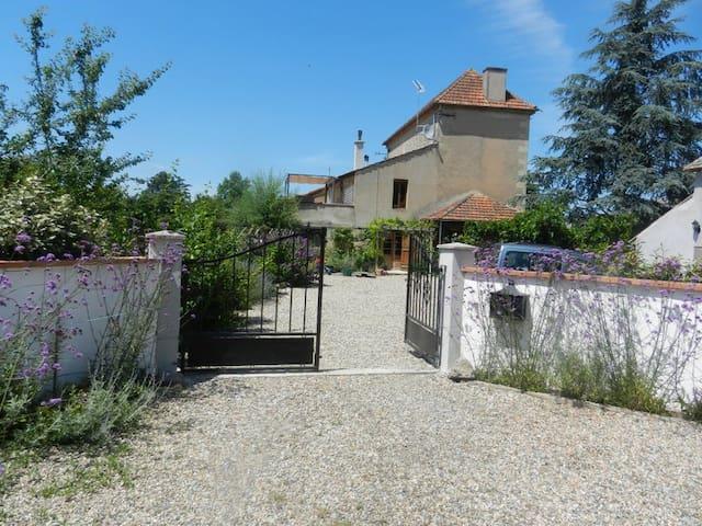 Maison Bleuet explore hidden France - Clairac - House