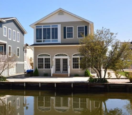 Bethany Beach Canal Front Home Sleeps 12 - Bethany Beach