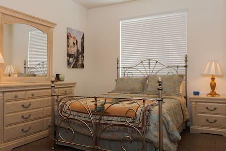 Cozy Room on Quiet Street - Chandler - House