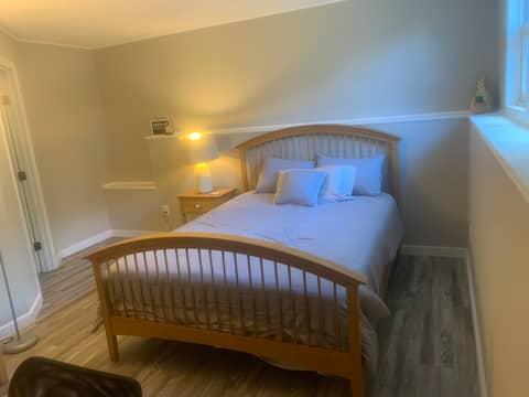 New bedroom, own bath, pool room, Netflix, fridge