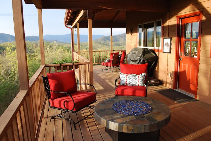 Amazing Views of the  Mountains, 4 master suites!