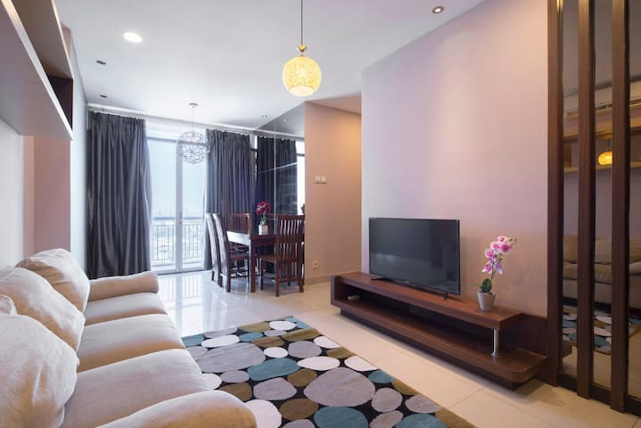 Stylish 3 bedroom Apt CBD Pluit with a View