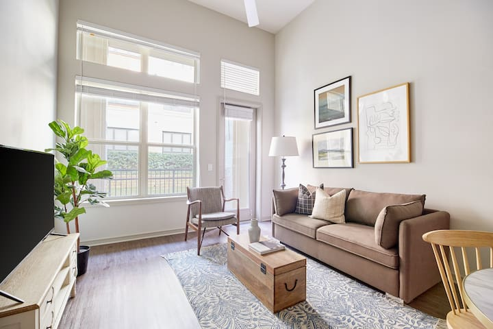 Sonder | Jefferson Eastshore | Airy 2BR + Balcony