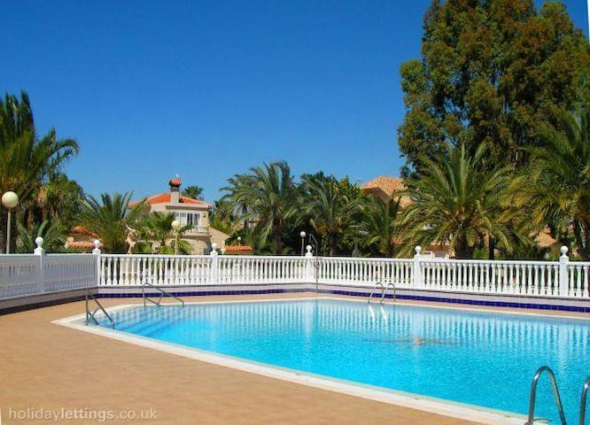 3 BEDROOM VILLA 2 MIN NEAR THE SEA - urrutias - Huis