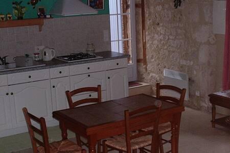 Agréable petit studio en dordogne , - Saint-Léon-d'Issigeac - Apartment - 1