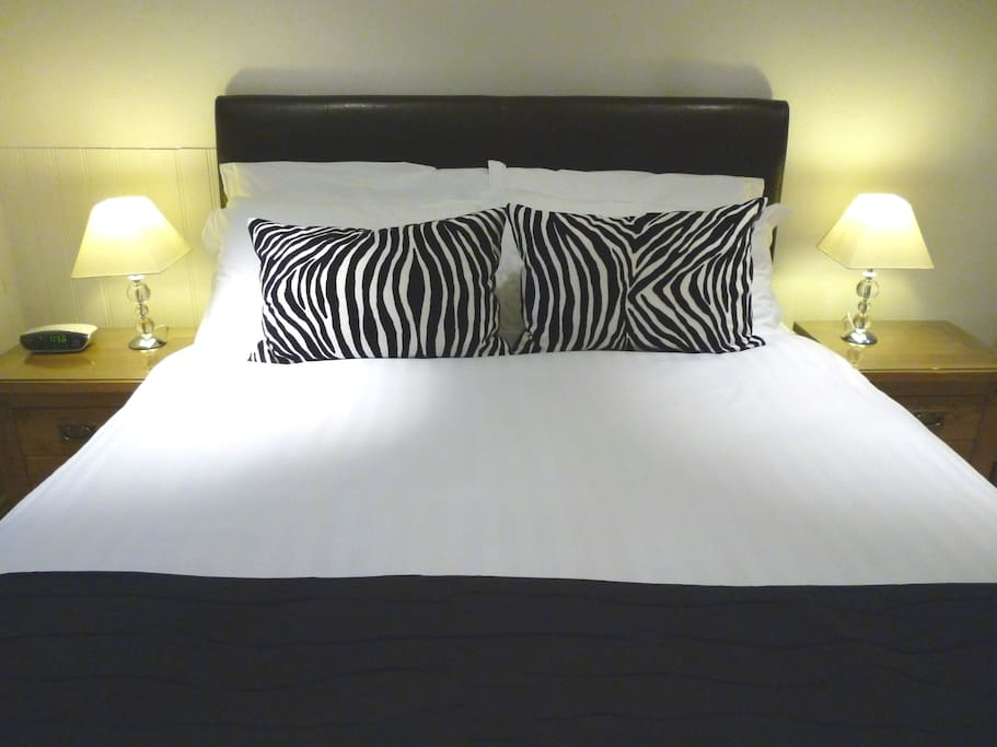 King Size Bed with Egyptian Cotton linen