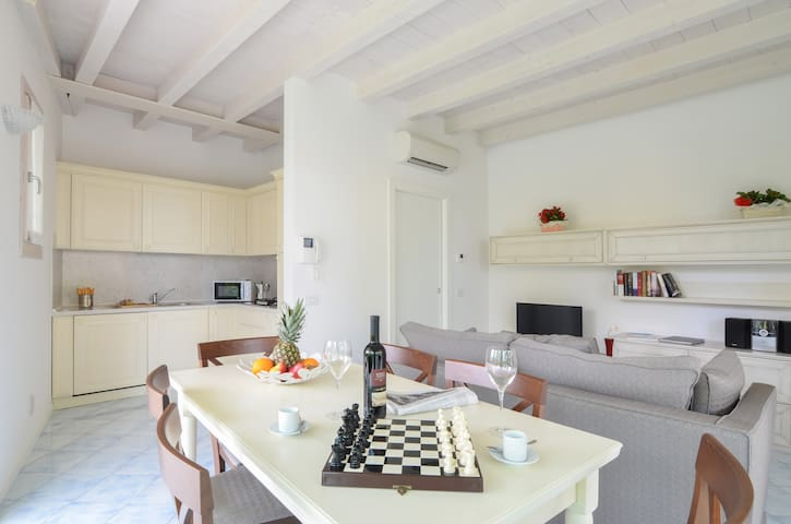 Titus C1 - Wonderful 1bdr with terrace in Sirmione