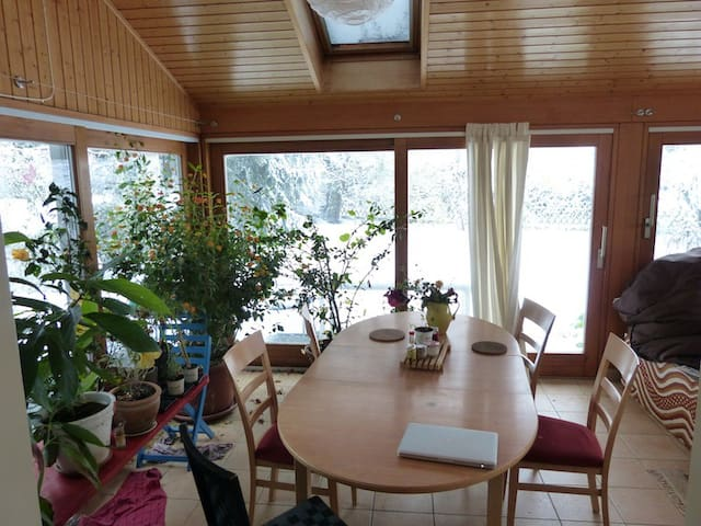 Room in quiet and cozy house close to Lausanne - Assens