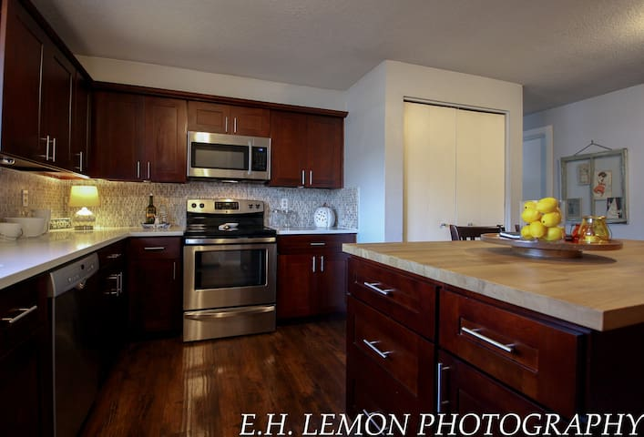 Hillsboro 1 Bedroom Duplex-Beautifully decorated!