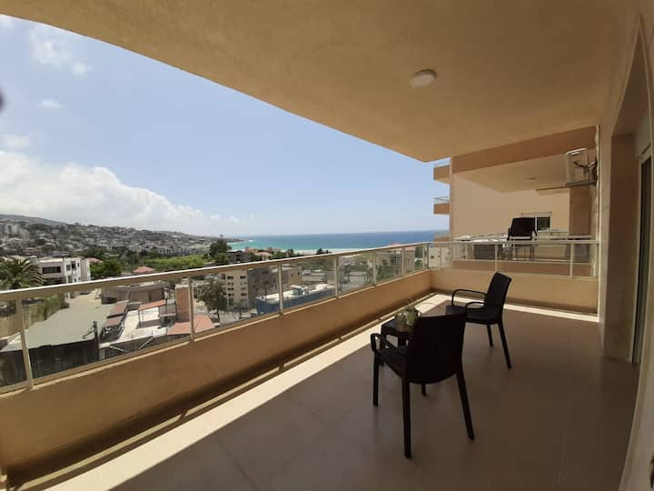 Beautiful Seaview 2-Bedroom Apartment near Beach