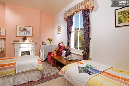 Butterfly Paragliding Family Room - Chale Ventnor - Bed & Breakfast