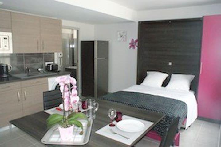 LODGE FUSHIA 3* pour 2personnes+SPA - La Ferrière-aux-Étangs - Apartment