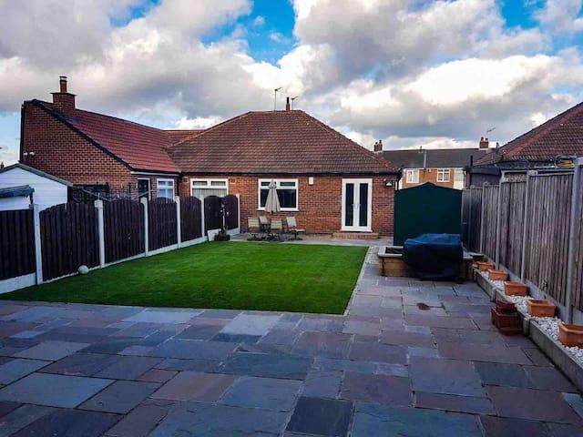 Spacious bungalow with garden