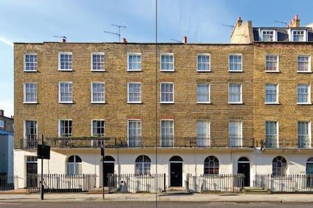 F2144 Studio flat in Baker Street
