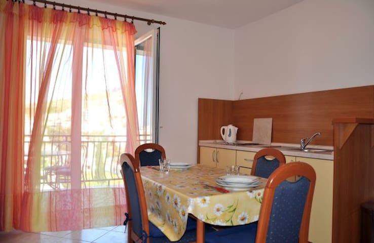 Pleasent and peaceful apartment - A1 - Dugi Rat - Lejlighed
