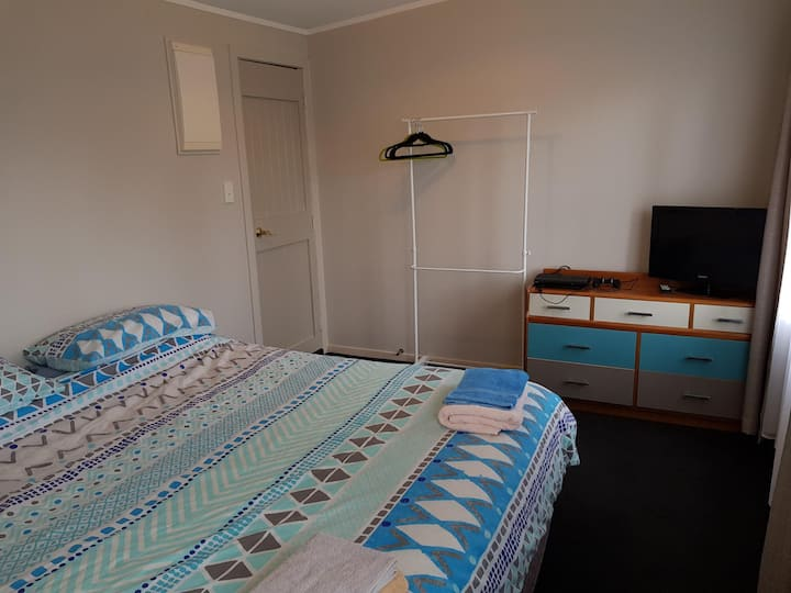 Private Room & Breakfast in Auckland