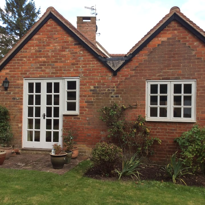 Picturesque, self contained cottage off main house