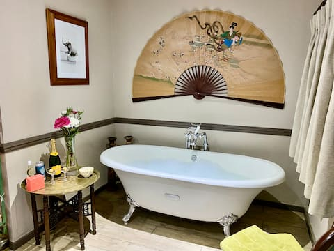 New Forest - roll top bath & views of River Avon