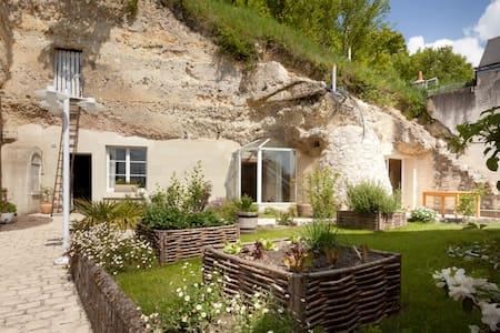 Maison troglodyte en bord de Loire - Saint-Étienne-de-Chigny