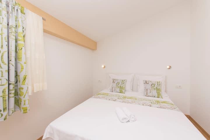 Room, 200m from city center, seaside in Novalja - island Pag