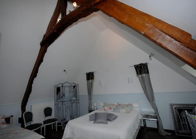 B&B Les Grandes Portes Normandy  - Flottemanville - Bed & Breakfast