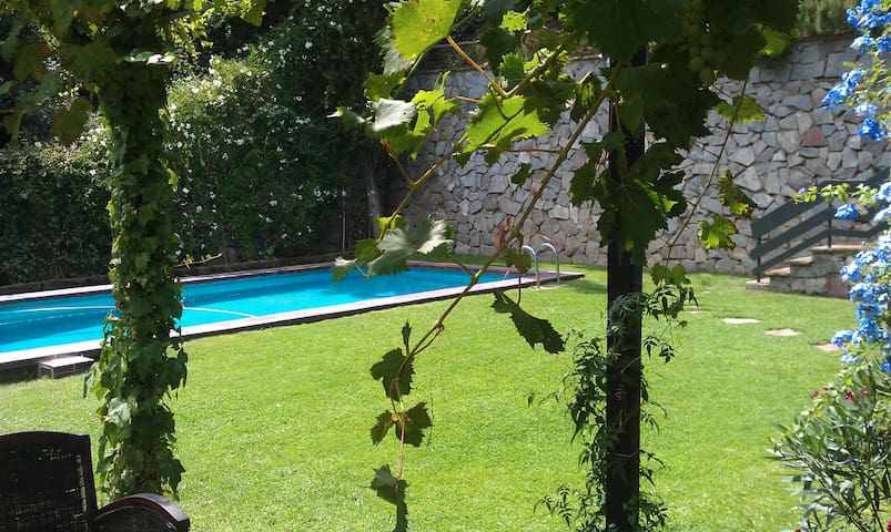 Apartment privat garden & pool BCN - St Cugat del Vallès - Appartement