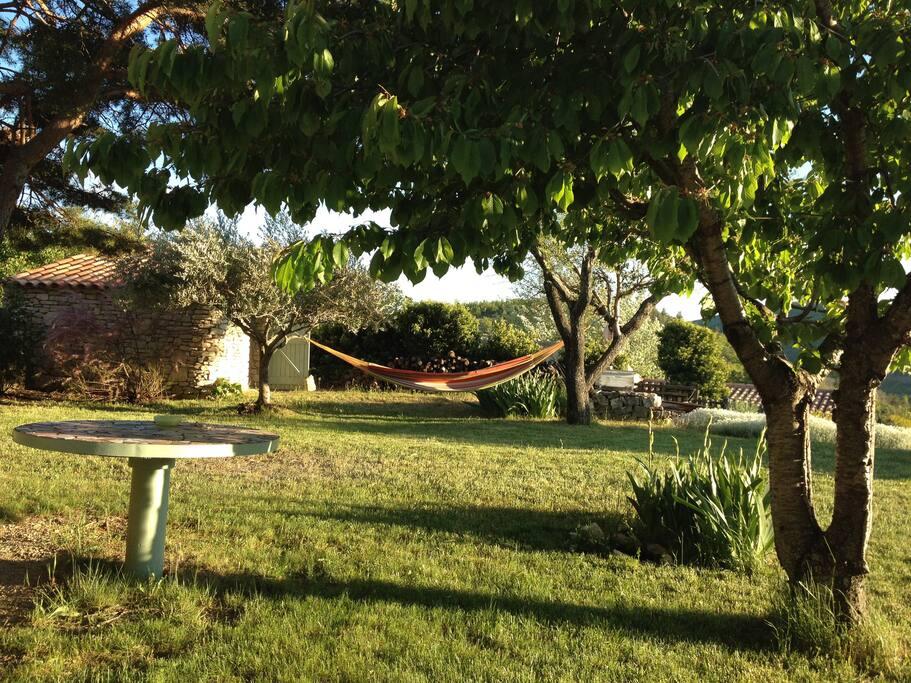 le jardin calme et repos