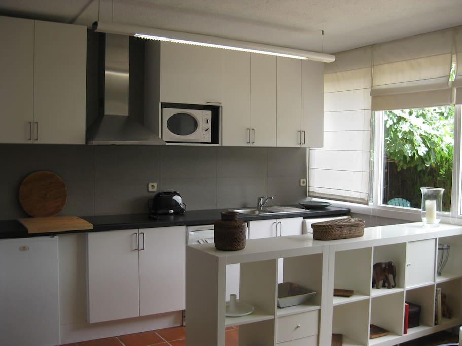 Kitchen , fridge, vitrocerámica, microondas, dishwasher, small electric oven, washing machine, etc.