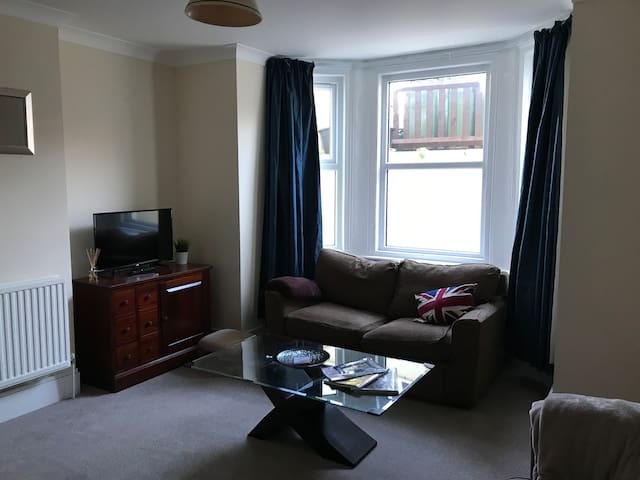 Lovely little flat in central Folkestone