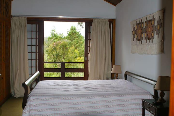 Suite (1) de casal com terraço e aquecedor de ambiente