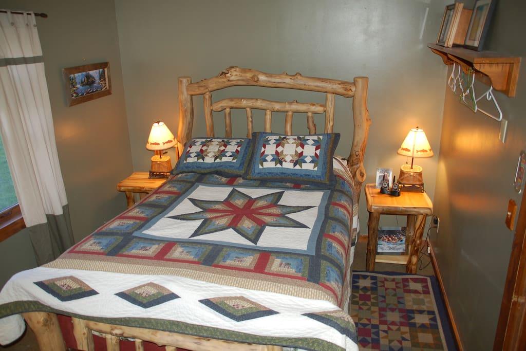 Second bed room queen bed.