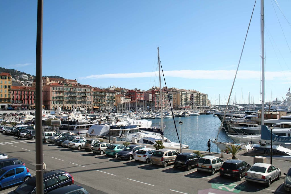 PORT OF NICE, 50 m FROM THE APARTMENT