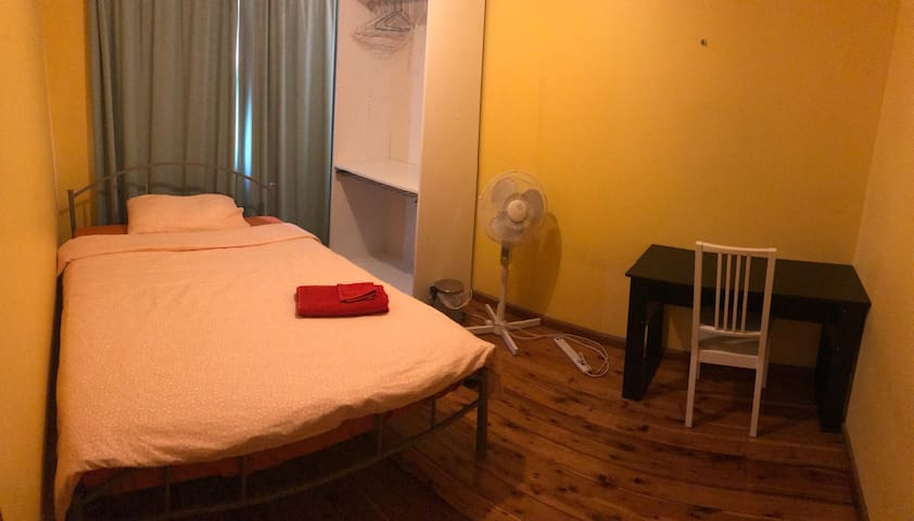 Private room with Double bed - Beverly Hills - Ev