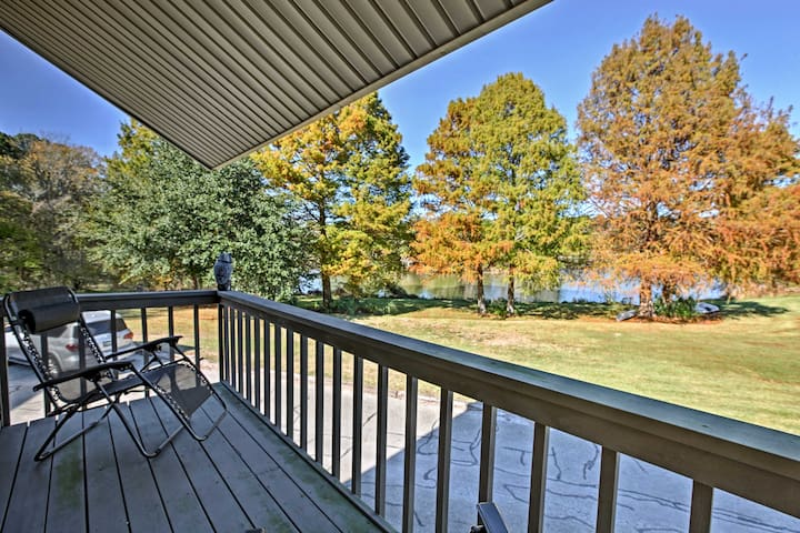 NEW! Cozy Loft Townhome w/Lake Livingston Views!