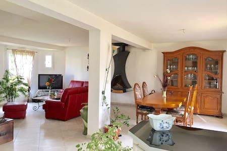 Chambre dans une maison - Veneux-les-Sablons - Hus