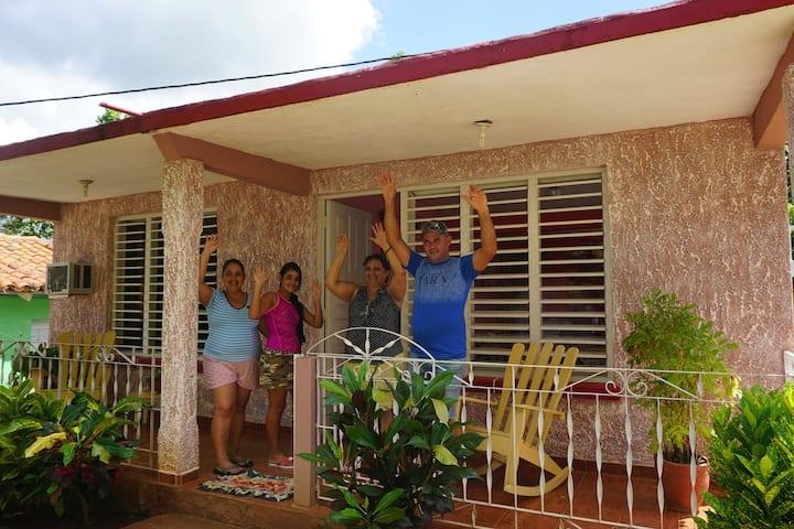 Villa El Bosque.A genuine Cuban experience w WIFI