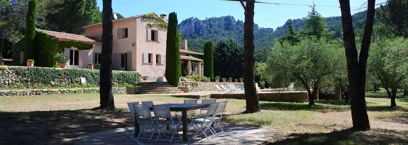 La Bastide de la Provence Verte, entre les montagnes en pleine nature