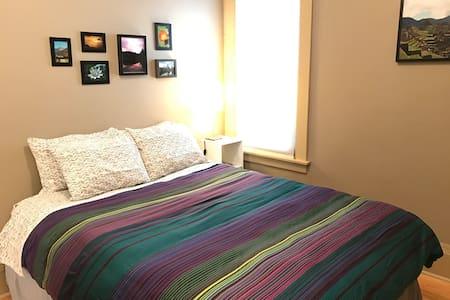Private room + guest bath, comfy and clean! - Minneapolis - Rumah