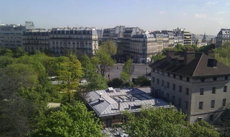 Jolie Studette place Denfert Rochereau