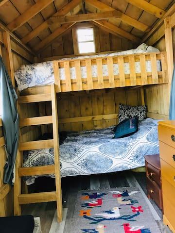 Built in queen bunk beds
