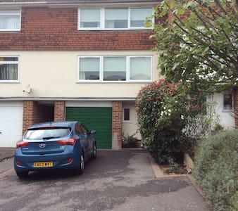 double room in a 3 storey town house - Tilehurst - Townhouse