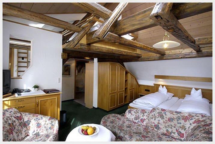 Hotel Ochsen, (Blaubeuren), Familiensuite mit Dusche