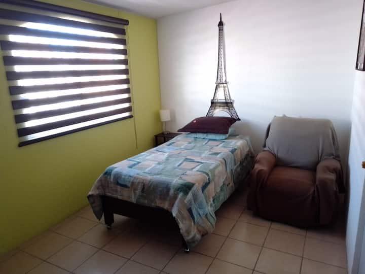 Cómoda habitación y baño privado en Toluca-Metepec