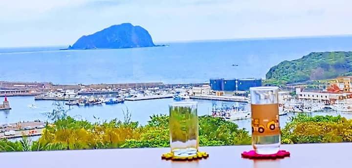 超級浪漫觀海樓,看雲看海看島嶼,可渡假可輕旅,適合家庭聚會或好友相聚一堂!以四人為主每加一人加5百元
