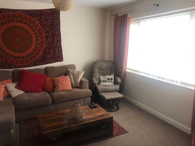 Comfy,welcoming 3 bedroom house in Aintree Village